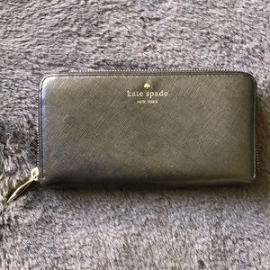 ♠️Kate Spade♠️ Cow Leather Zip Around Wallet